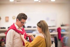 Para w sklepie odzieżowym Fotografia Royalty Free