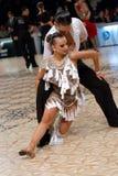 Para w Taniec Łacińskiej Rywalizaci Zdjęcie Royalty Free