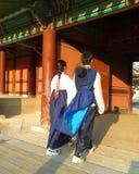 Para w tradycyjnej koreańczyk sukni Zdjęcia Royalty Free