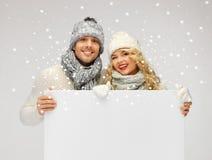 Para w zimy mienia pustego miejsca odzieżowej desce Zdjęcia Stock