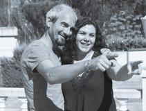 Para wskazuje naprzód w pozytywnej postawie Fotografia Royalty Free