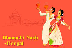Para wykonuje Dhunuchi tana Bengalia, India Obrazy Stock