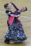 Para Wykonuje Juvenile-1 Standardowego Europejskiego program na WDSF zawody międzynarodowi WR tana filiżance Zdjęcie Royalty Free