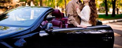Para z samochodem Zdjęcia Royalty Free