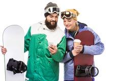 Para z snowboards używać smartphone Obraz Stock