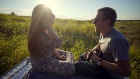 Para zabawę przy naturą zdjęcie wideo