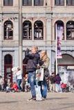 Para zabawę bierze fotografie na Ogrobla kwadrat, Amsterdam, holandie Obraz Stock