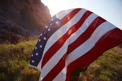 Para Zakrywająca usa flaga Fotografia Royalty Free