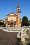 parabiago老教会封锁了砖塔边路 库存照片