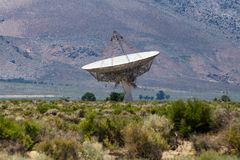 Parabolantenne radiotelescope lizenzfreie stockfotos