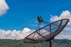 Parabolischer Satellitenschüsselraumfahrttechnikempfänger lizenzfreies stockfoto