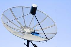 parabolisk antennjätte Arkivfoton
