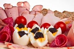 Paraboloïde avec du jambon coupé en tranches, lard, salami. Photographie stock