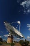 Paraboloïde d'antenne par radio photographie stock