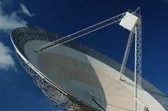 Paraboloïde d'antenne par radio. Plan rapproché. images stock