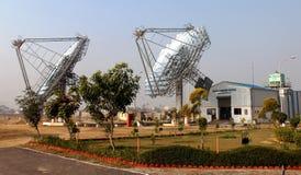 Paraboloïde deux solaire à la centrale de la CAHT photographie stock libre de droits