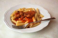 Paraboloïde italien type - pâtes avec la tomate Photographie stock libre de droits