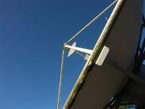 Paraboloïde satellite d'émission Image stock
