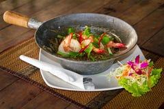 Paraboloïde thaï avec des crevettes roses de roi Photos libres de droits