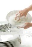 Paraboloïdes de lavage - mains avec des gants dans la cuisine Photos libres de droits