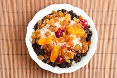 Paraboloïde doux avec du riz et les fruits glacés Photographie stock libre de droits