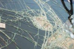 parabrezza rotto nell'incidente stradale Immagine Stock