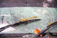 Parabrisas quebrado en accidente de tráfico Fotografía de archivo