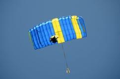 Paracaídas azul Fotografía de archivo libre de regalías