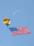 2016 paracaídas del ejército de la marina de guerra de los MCAS Miramar Airshow, bandera, luna Imagen de archivo