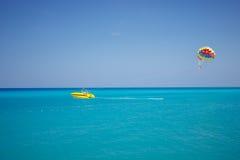 Paracaídas en los altos mares Imagen de archivo libre de regalías