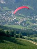 Paracaídas en St Gilgen Fotografía de archivo libre de regalías
