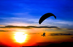 Paracadute e tramonto Fotografia Stock
