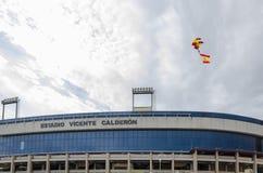 Paracadutista con la bandiera della Spagna Fotografia Stock