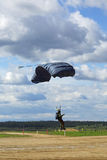 Paracadutisti cadenti Immagine Stock