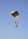 Paracaidista en Gryzlovo grande cerca de Pushchino Rusia Foto de archivo libre de regalías