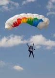 Paracaidista en la orden de Red Bull Smaranda de la competencia imagen de archivo