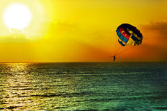 Parachute ascensionnel Image stock