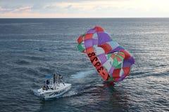 Parachute ascensionnel chez Negril image stock