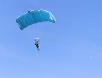 Parachute bleu Photos stock