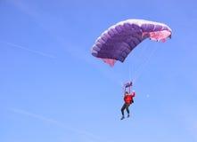Parachute pourpré Images libres de droits