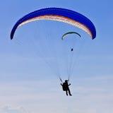 Parachuters die tijdens lucht presteert toont Stock Fotografie