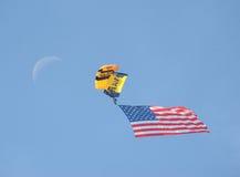 2016 parachutes d'armée de marine de MCM Miramar Airshow, drapeau, lune Photographie stock libre de droits