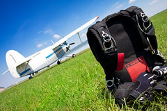 Parachutes de Skydiving photographie stock libre de droits