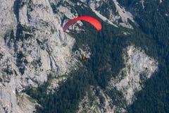parachuting royaltyfria foton