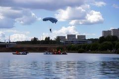 parachuting Imagenes de archivo