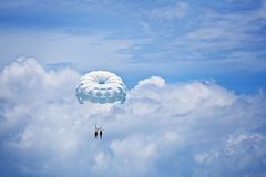 Parachuting in the sky Royalty Free Stock Images