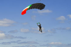 Parachutist in the blue sky Royalty Free Stock Photography