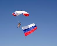Parachutist on the blue sky Royalty Free Stock Photos