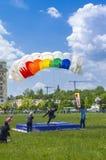 Parachutist het landen Stock Foto