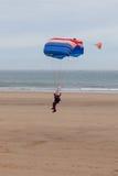 Parachutist het landen Stock Afbeeldingen